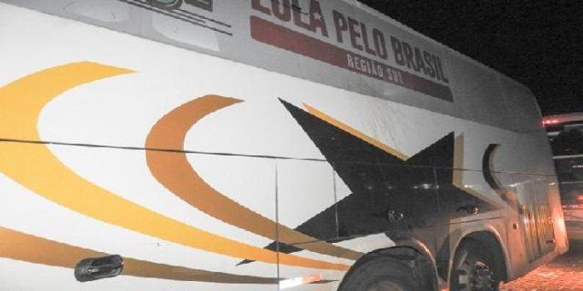 caravana de lula atacada